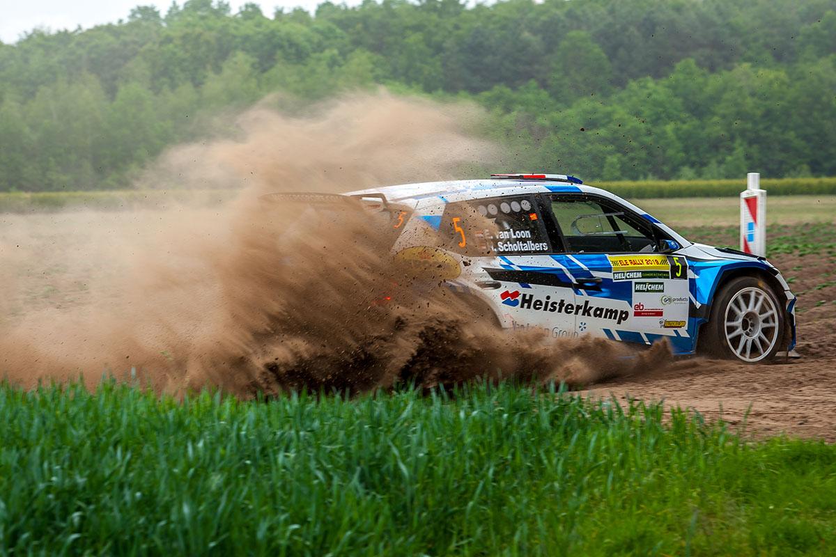 Stof en tijdstraf brengt Van Loon vijfde positie tijdens leuke strijd in ELE Rally